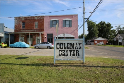 *Centro de arte local Coleman Center – York, Alabama. Tomada de http://colemanarts.org/about/